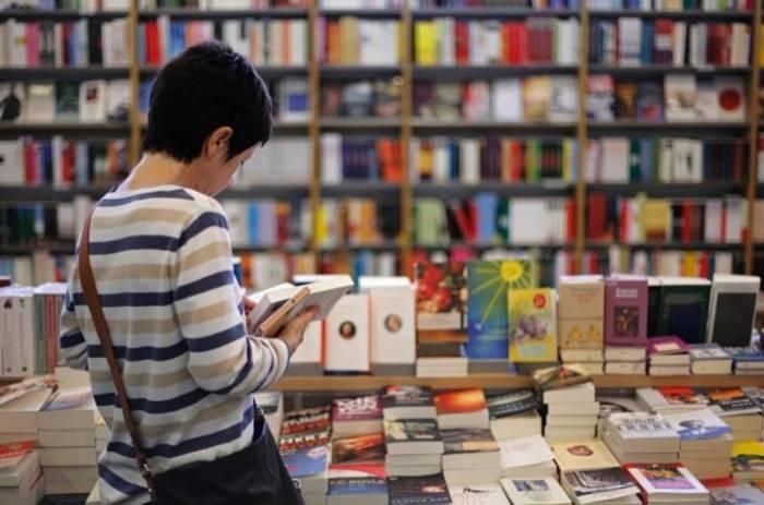 Перед тем, как книгу купить, её стоит внимательно рассмотреть.