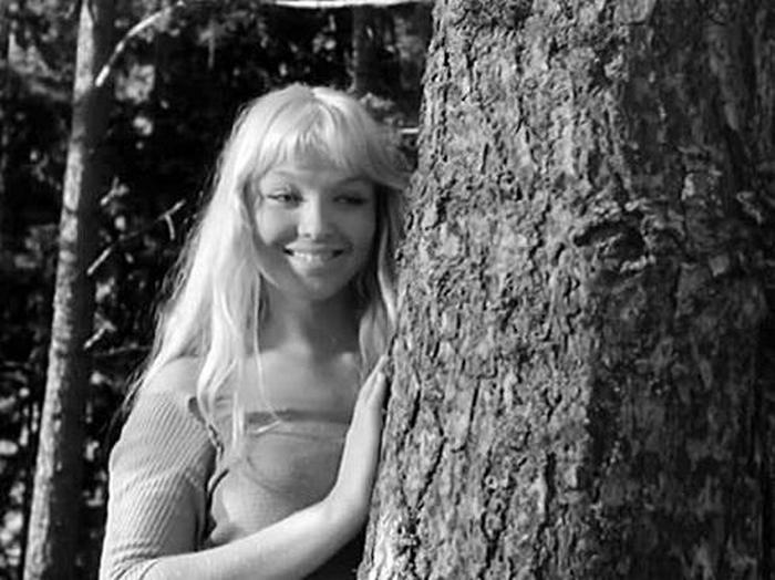 Марина Влади. Кадр из фильма «Колдунья». (1956)