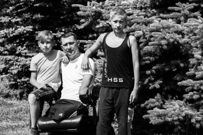 Алексей Талай с сыновьями.