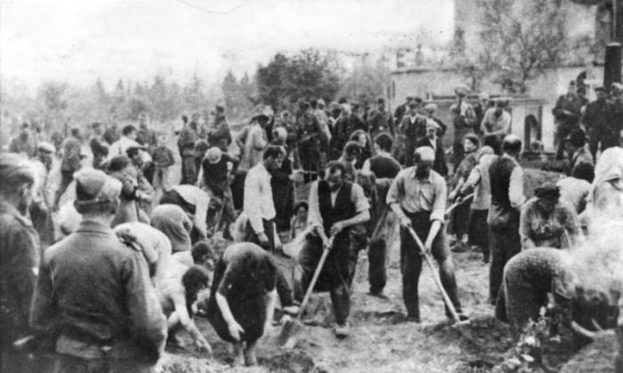 Евреи копают могилы. Тернопольская область.