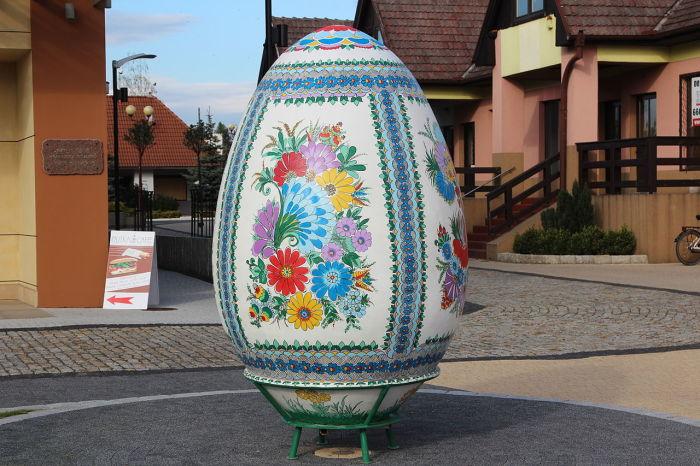 Пасхальное яйцо в Гоголине, Польша.