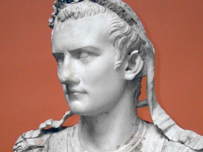Тот самый Калигула.