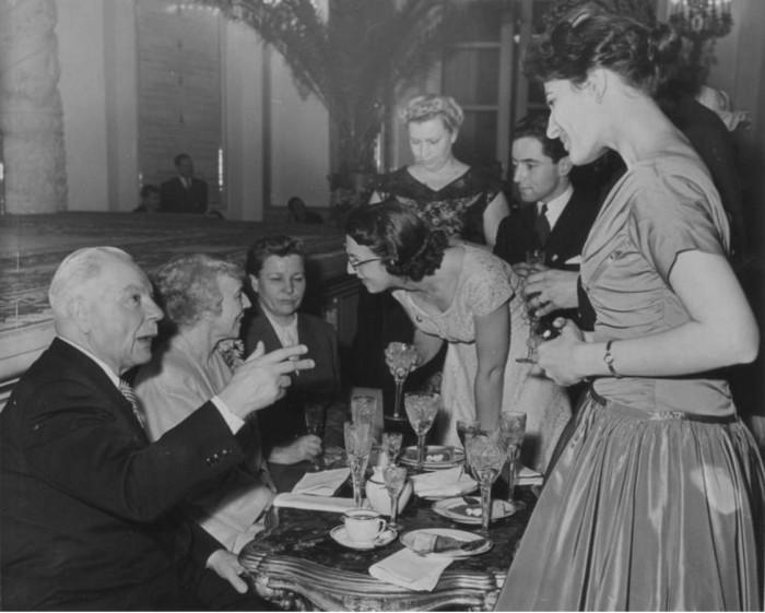 Сидят Климент Ворошилов, королева Бельгии Елизавета, Екатерина Фурцева. 1958 Год.