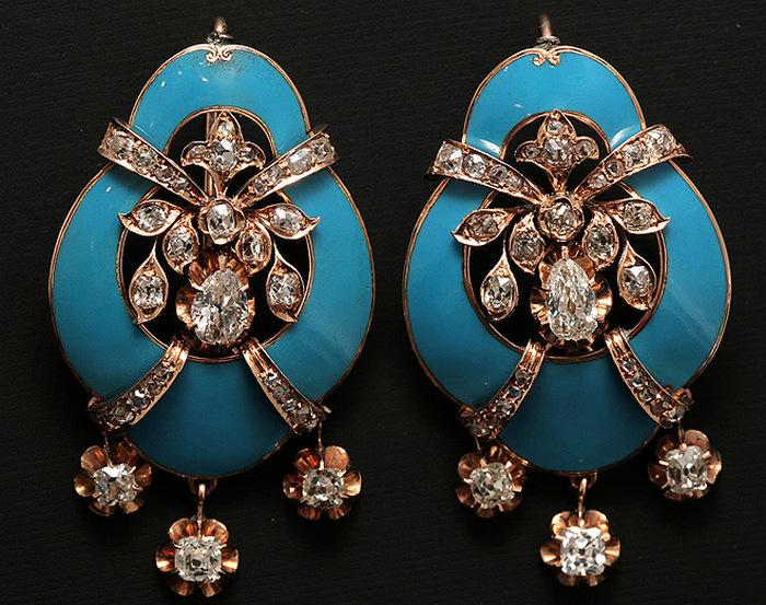 Золотые серьги с бриллиантами и голубой эмалью. Западная Европа 19 век.