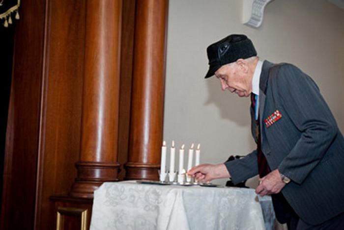 МиÑаил Зирченко в синагоге.