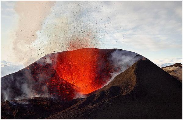 Лев Грановский. Извержение вулкана Эйяфьятлайокудль (Исландия).