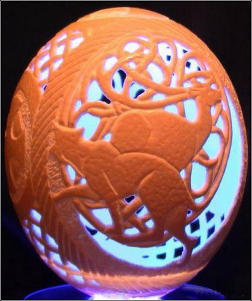 скорлупе яиц: работы Марии Минситовой