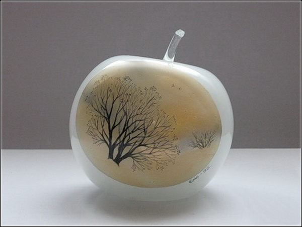 Евгения Вихрова. Стеклянное яблоко.