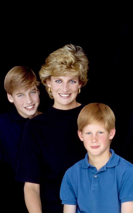 Принцесса Диана с любимыми сыновьями. Фото: youtube.com