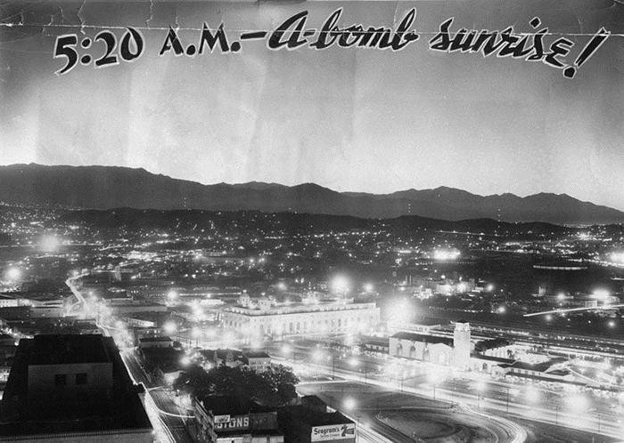 Волна света освещает Лос-Анджелес. Атомный взрыв 7 марта 1955 года, 5:20. Вспышка длилась 20 секунд