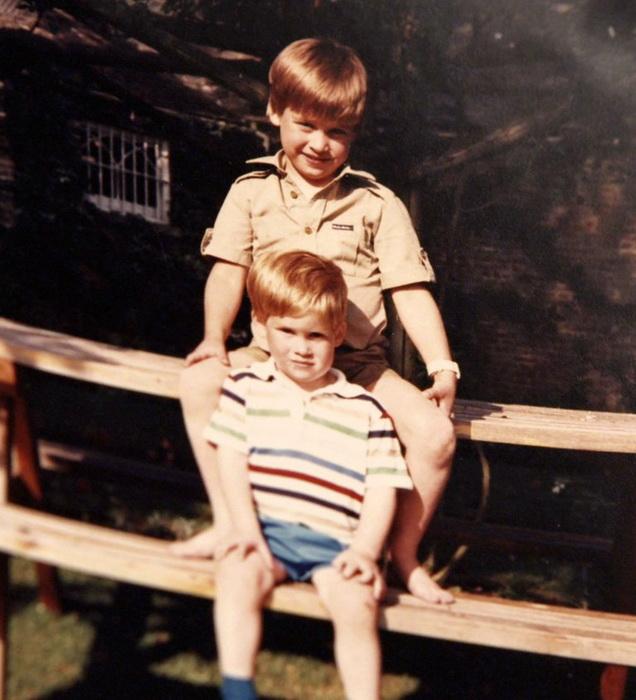 Принц Уильям и принц Гарри. Снимок из личного архива королевской семьи. Фото: news.tut.by