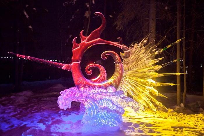 Все скульптуры выполнены из цельного блока льда