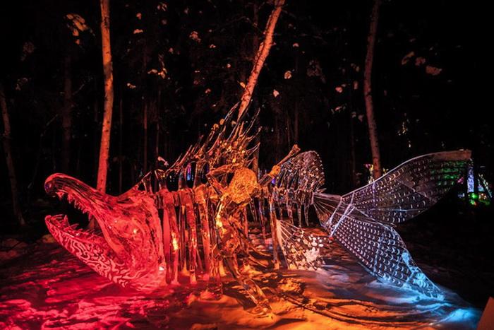 Светодиодная подсветка сделала скульптуры еще более выразительными
