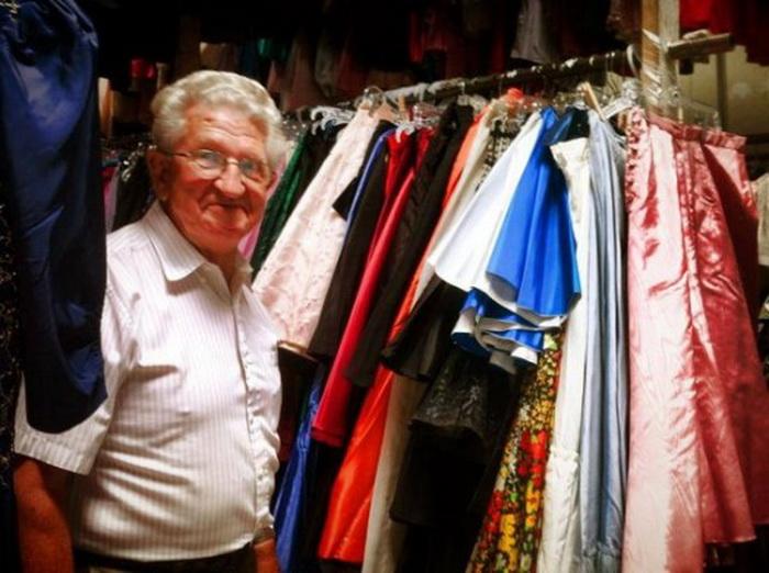 Пол Брокман одержим страстью покупать платья для любимой жены