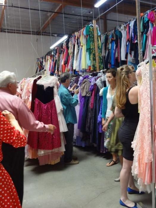 Сегодня приобрести платья из коллекции Пола Брокмана может любой желающий