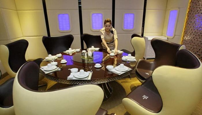 В ресторане А380 шесть приватных комнат со столиками