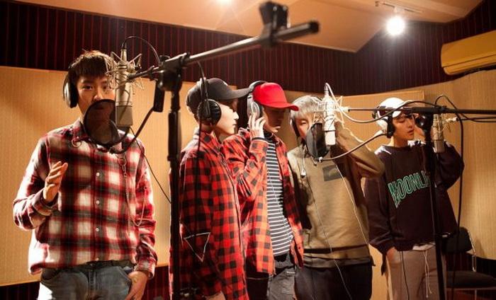 Acrush записывает дебютный сингл.