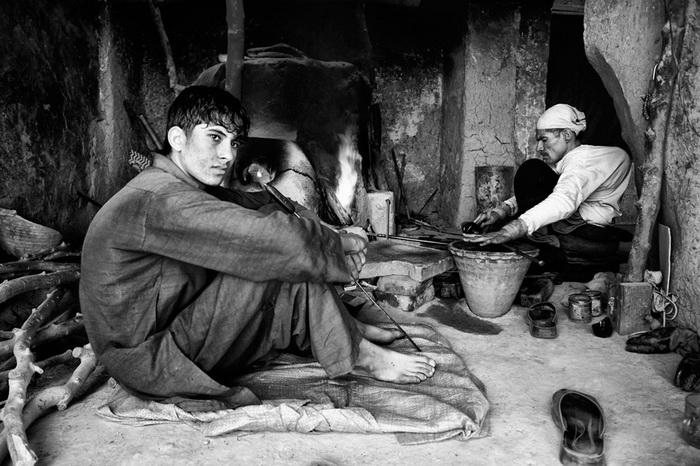 Фотопроект *Лица надежды*. Стеклодувы-ремесленники чтят историю и культуру своего народа