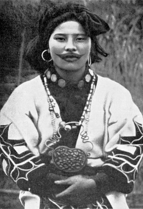 Необычная улыбка женщин народности айну