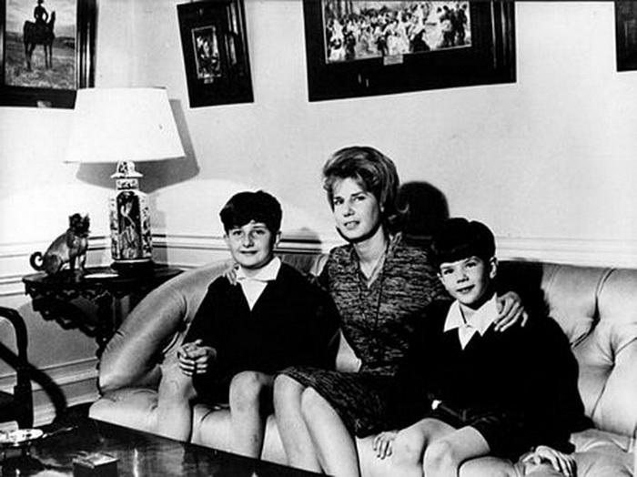Каэтана Альба с сыновьями