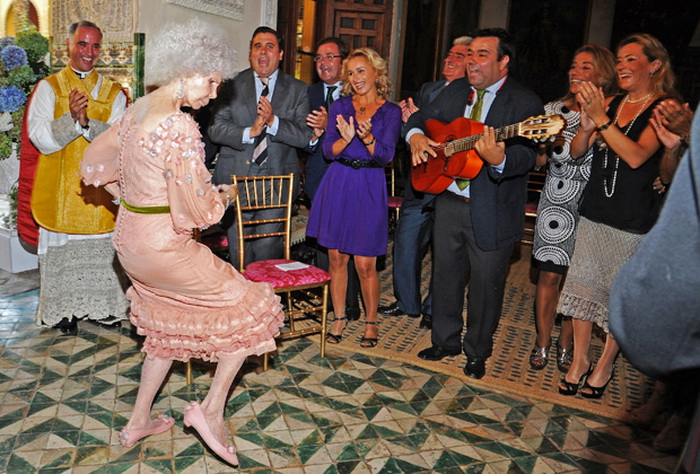 Каэтана Альба танцует фламенко на собственной свадьбе в 85 лет