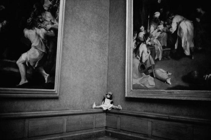 Посетители Лувра. Фотоцикл Алесио де Андраде.