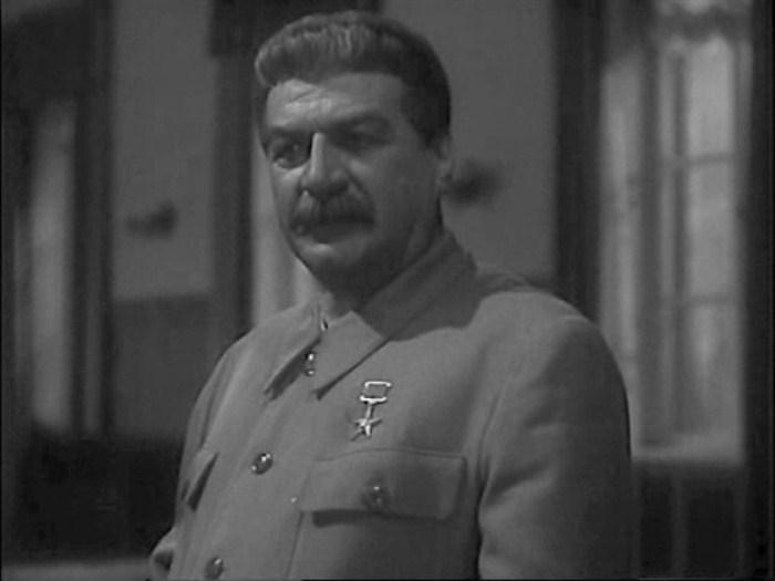 Алексей Дикий в роли Сталина. Кадр из х/ф *Сталинградская битва*