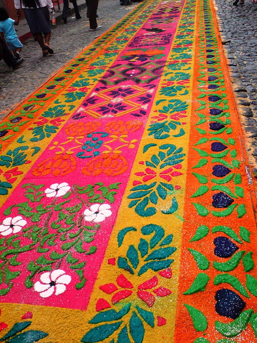 Альфомбра - гватемальские пасхальные ковры из песка и опилок