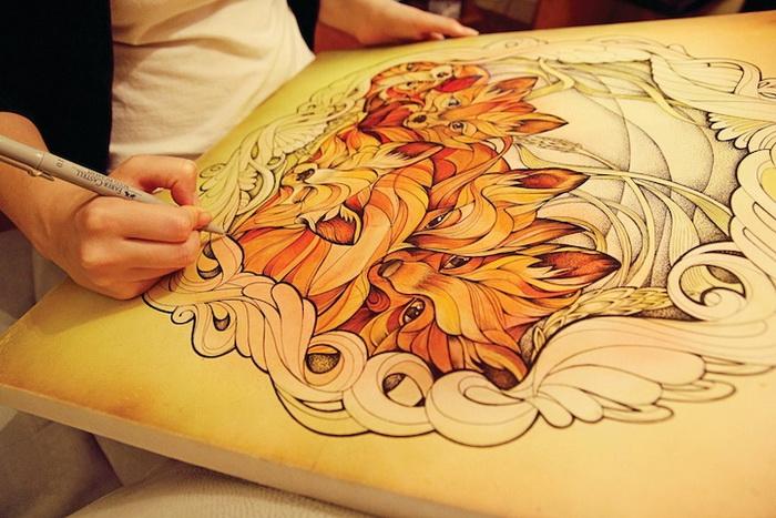 Алиса Макарова рисует акварельными красками