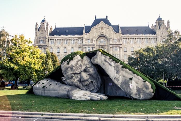 Скульптура великана от Ervin Herve-Loranth
