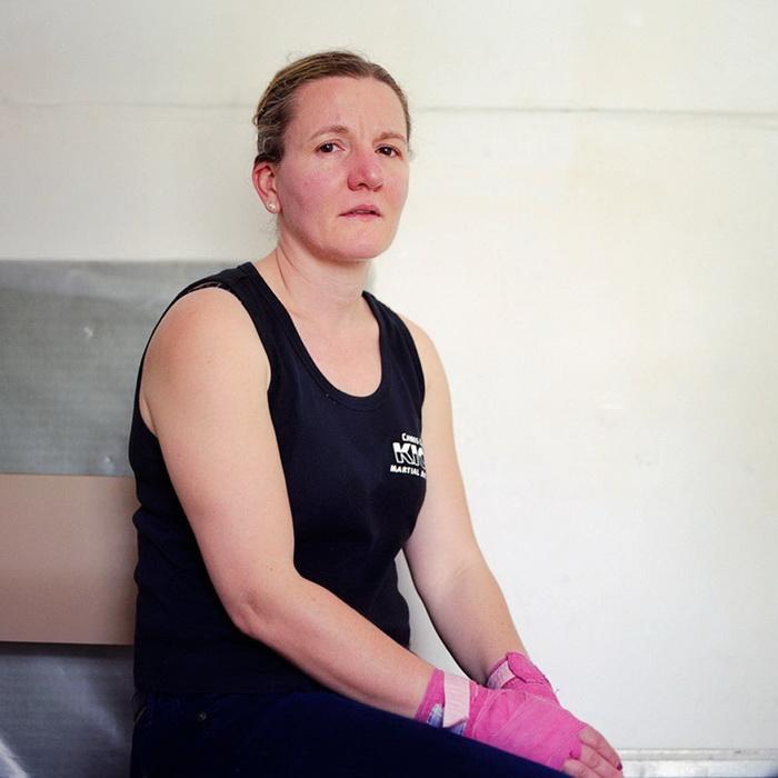 Розовые боксерские бинты - настоящий женский аксессуар