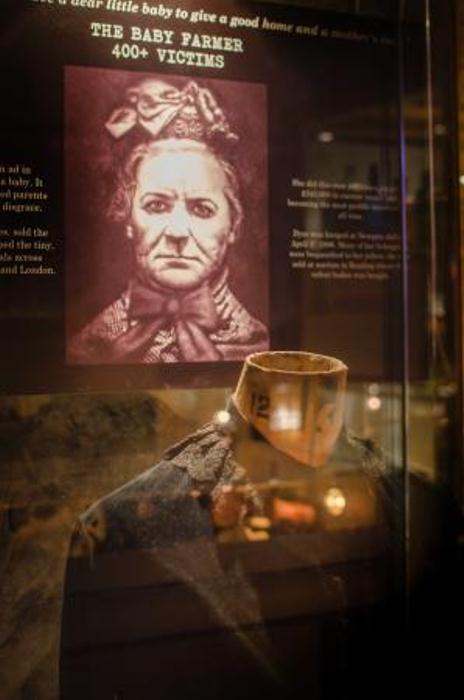 Музейный стенд, рассказывающий о преступлениях Амелии Дайер.