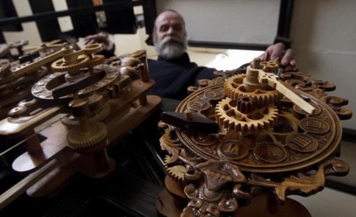 Точность деревянных часов Андрея Мартынюка не уступает швейцарским