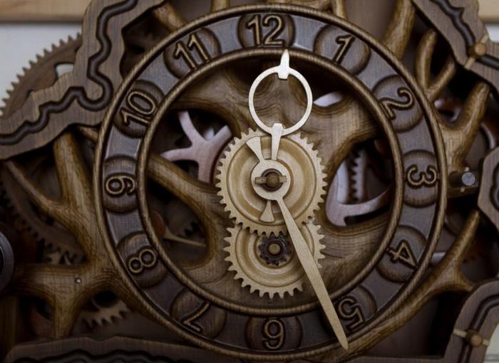 Деревянные часы  Андрей Мартынюк создает без единой металлической детали