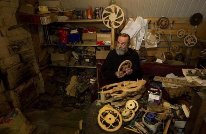 Для каждого механизма Андрей Мартынюк использует 15 видов древесины