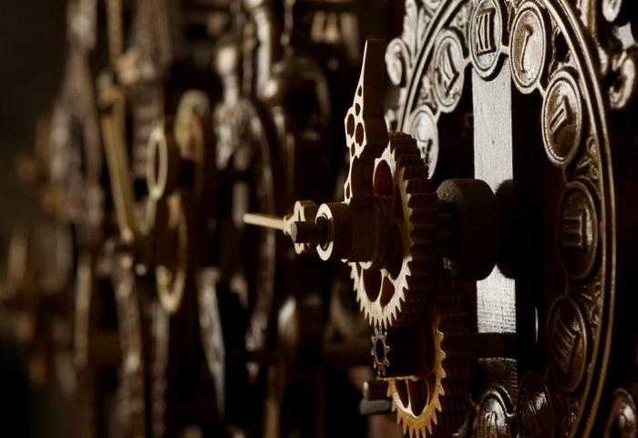 Деревянные часы от Андрея Мартынюка (Белоруссия)