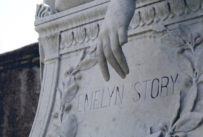 Памятник посвящен Эмелин Стори. Фото: forum.violity.com