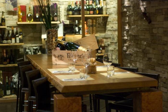 Столик в ресторане Антонио Феррари