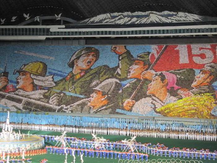 Гигантские мозаики на фестивале Ариран (Северная Корея)