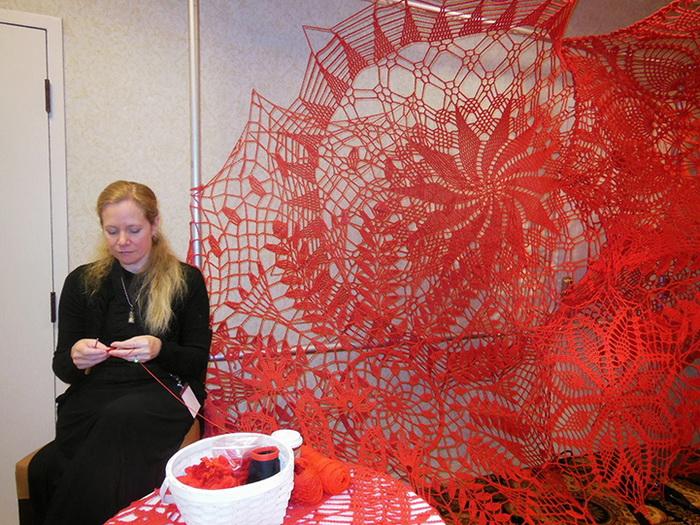Вязаная инсталляция от Эшли Блэлок (Ashley V. Blalock)