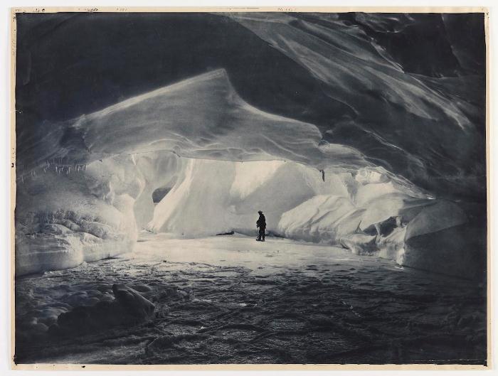 Ледовая пещера.