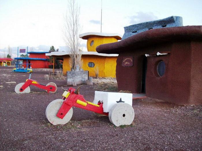 В гостях у Флинстоунов: город Бедрок в Северной Аризоне