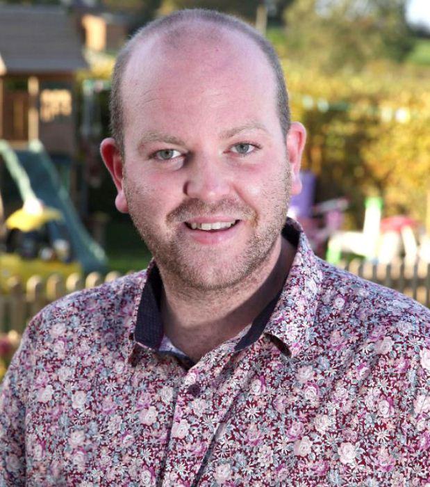 Бенджамин Карпентер - приемный отец четырех детей.