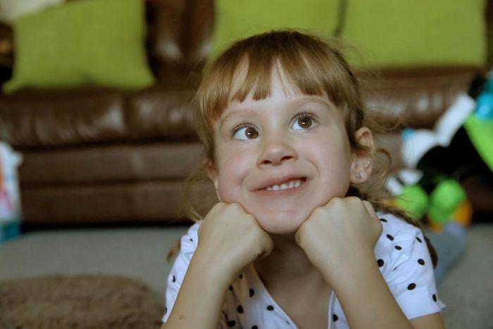 Дочь Лили. 5 лет. Глухонемая.