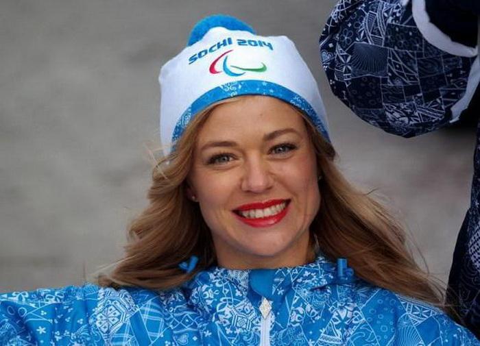 Ксения Безуглова - один из факелоносцев Зимних Паралимпийских игр Сочи 2014