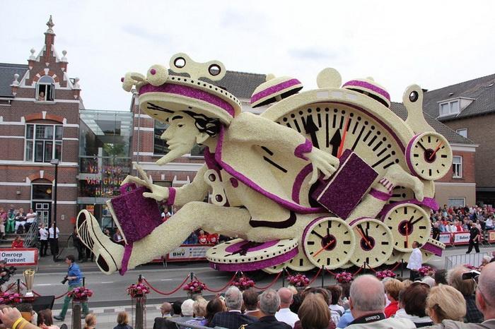 На фестивале традиционно демонстрируются 12 скульптур по числу районов города-организатора
