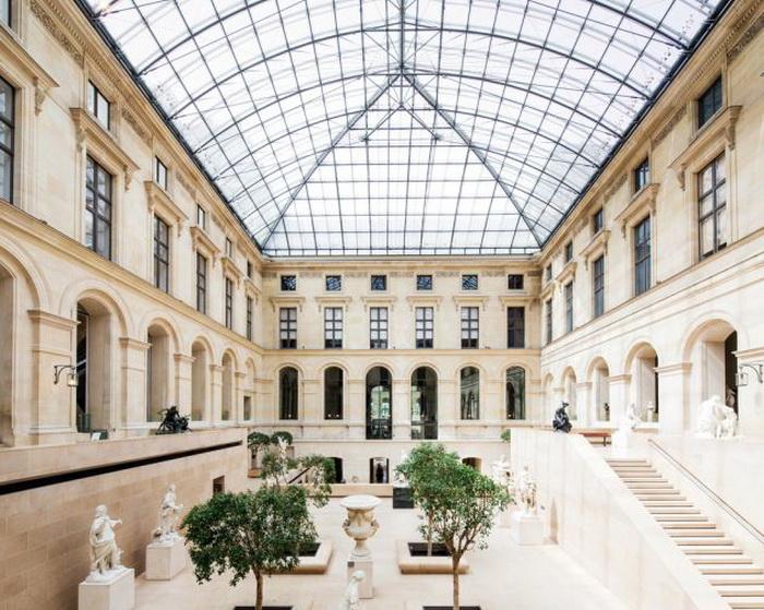 Пустынные выставочные залы Лувра на фотографиях Фрэнка Бобота (Franck Bohbot)