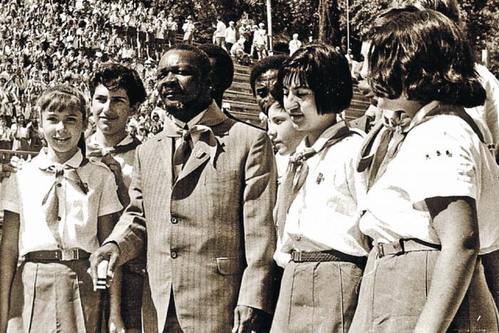 Встреча Бокасса с пионерами во время визита в СССР