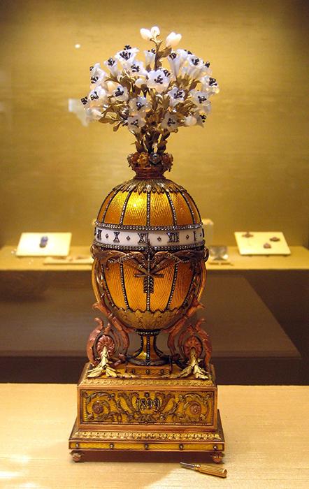 *Букет лилий* - уникальное пасхальное яйцо Фаберже.