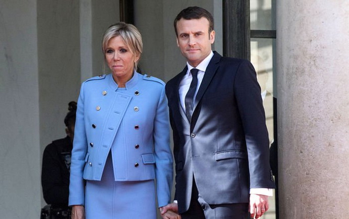 Брижит Макрон в костюме Louis Vuitton в день инаугурации Эмманюэля Макрона.